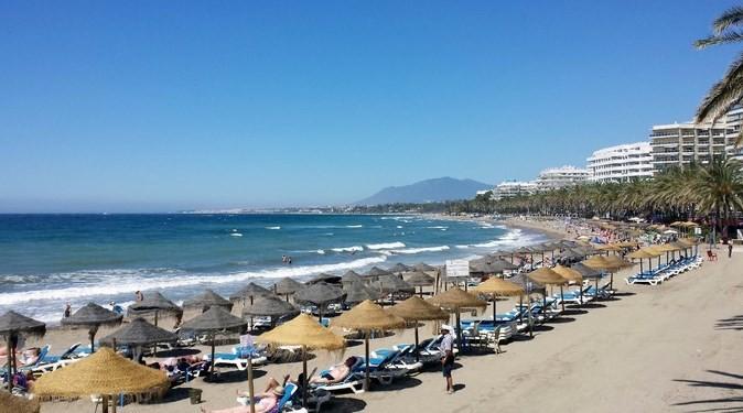 Praia em Marbella, Espanha