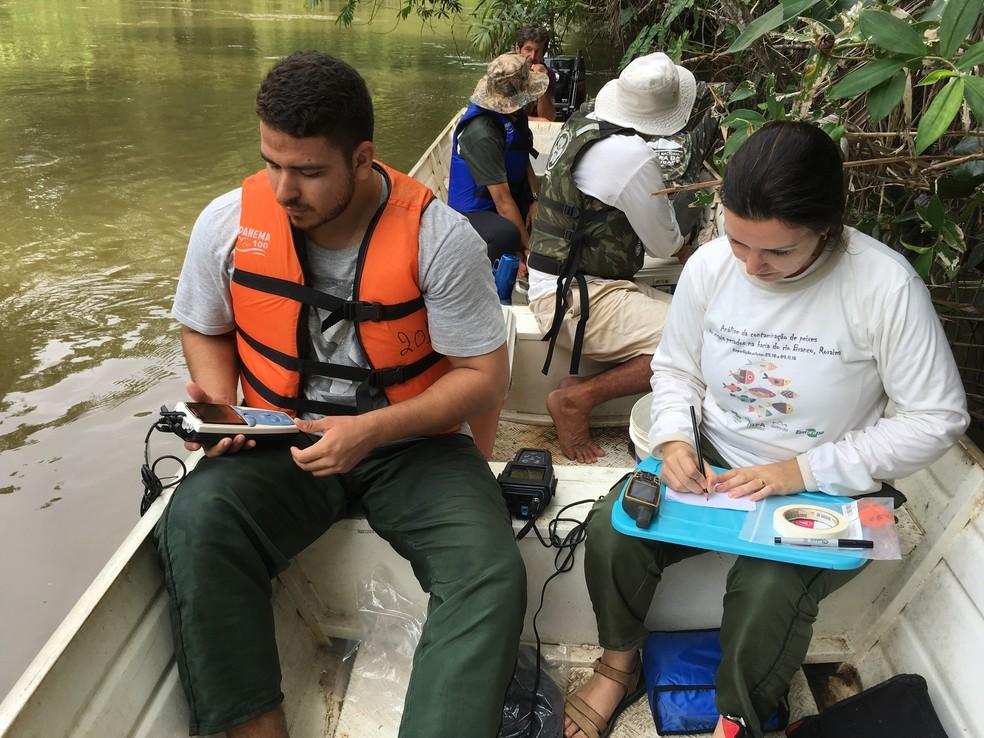 Pesquiasdores passaram duas semanas coletando as amostras dos peixes na bacia do Rio Branco — Foto: Arquivo pessoal