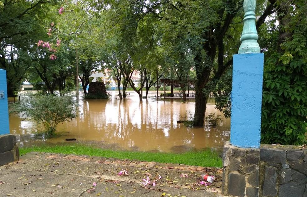 Praça do Divino em Tietê (SP) fica alagada após temporal na cidade — Foto: Prefeitura de Tietê/Divulgação