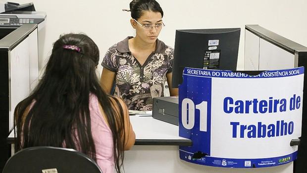 Emissão de carteira de trabalho ; emprego formal ; CLT ;  (Foto: Carlessandro Souza/Governo do Tocantins)
