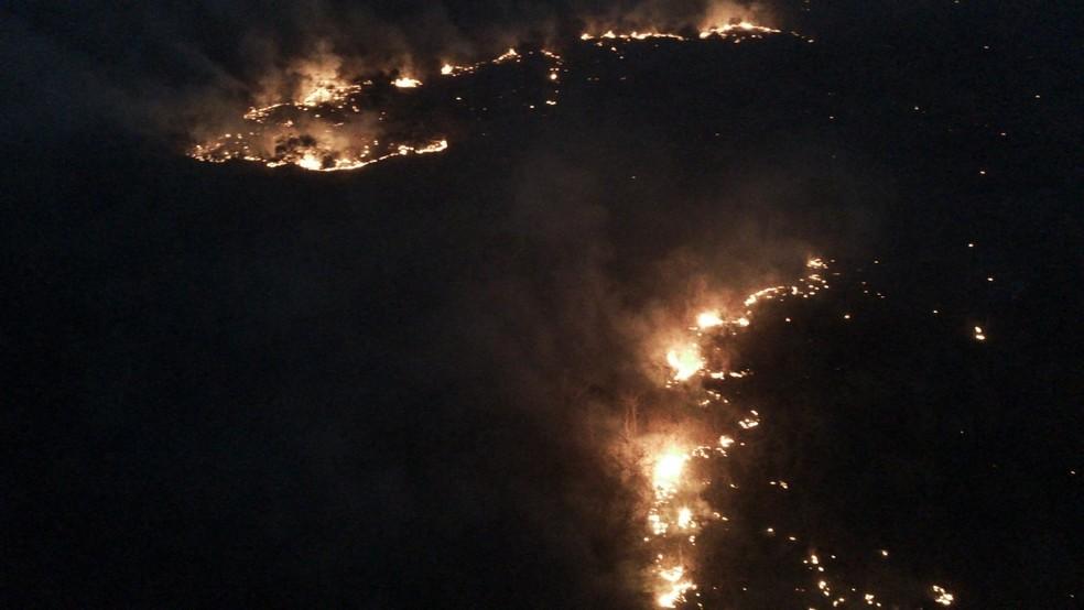 Incêndio em serras na divisa do Piauí com Ceará  — Foto: Divulgação/Corpo de Bombeiros