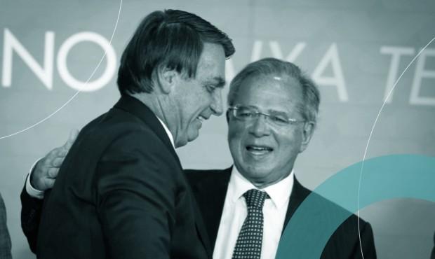 Bolsonaro e Paulo Guedes em cerimônia no Palácio do Planalto em novembro: dragão dos preços ameaça projeto de reeleição