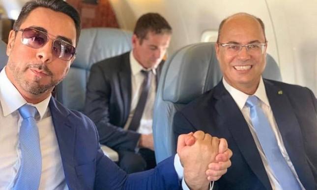 O juiz Marcelo Bretas e o governador Wilson Witzel em jatinho da FAB
