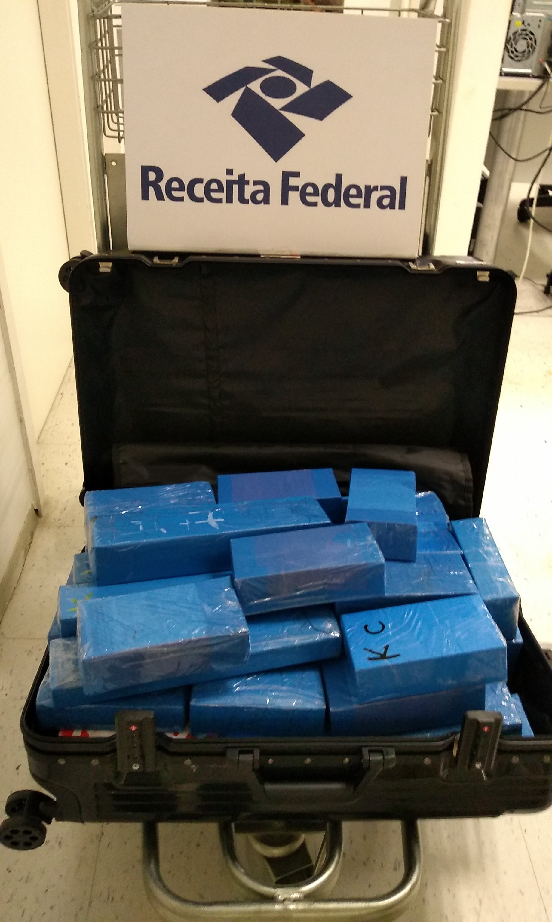 Receita Federal apreende mais de 60 iPhones importados de forma irregular no aeroporto de Natal