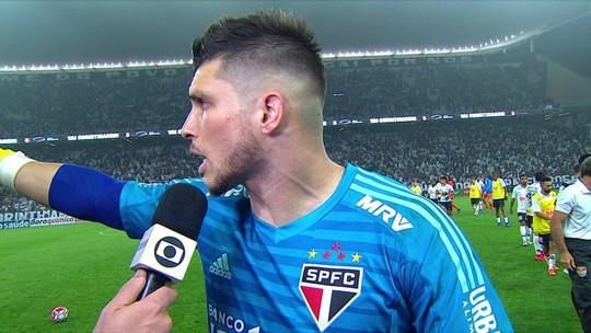 Tiago Volpi, do São Paulo, ataca árbitro por suposta falta de Love no segundo gol do Corinthians