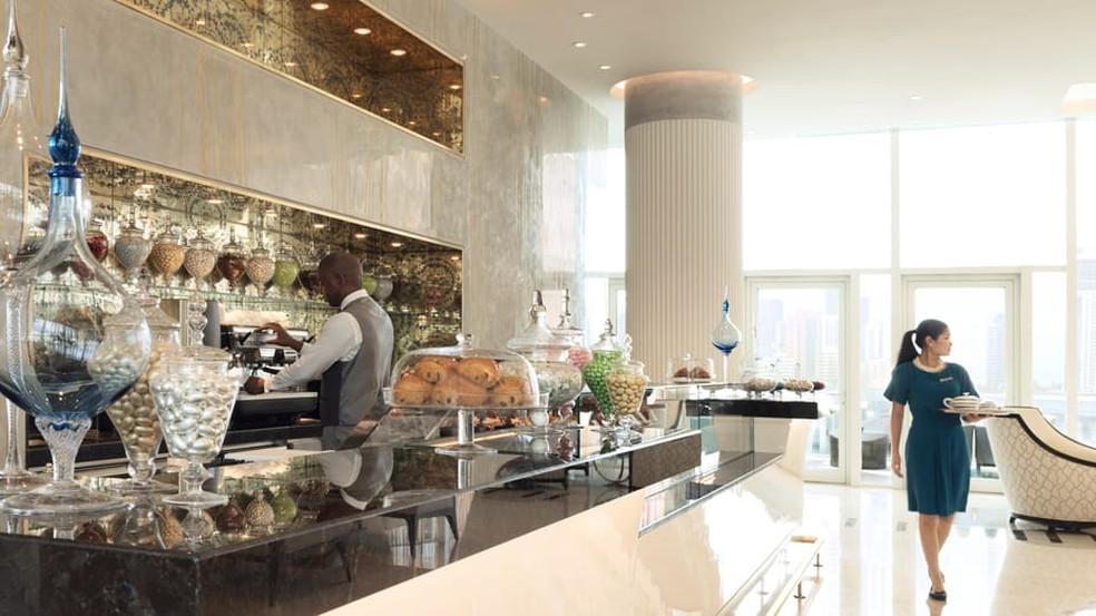 Café do hotel Four Seasons em Abu Dhabi — Foto: Divulgação