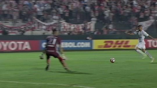 """""""Increíble"""": Vanderlei, do Santos, tem atuação de gala na Argentina e é exaltado por rivais"""