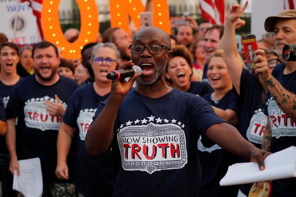 Kenny Ingram se une a Rosie O'Donnell e outros artistas da Broadway em protesto contra Donald Trump (Foto: REUTERS/Brian Snyder)