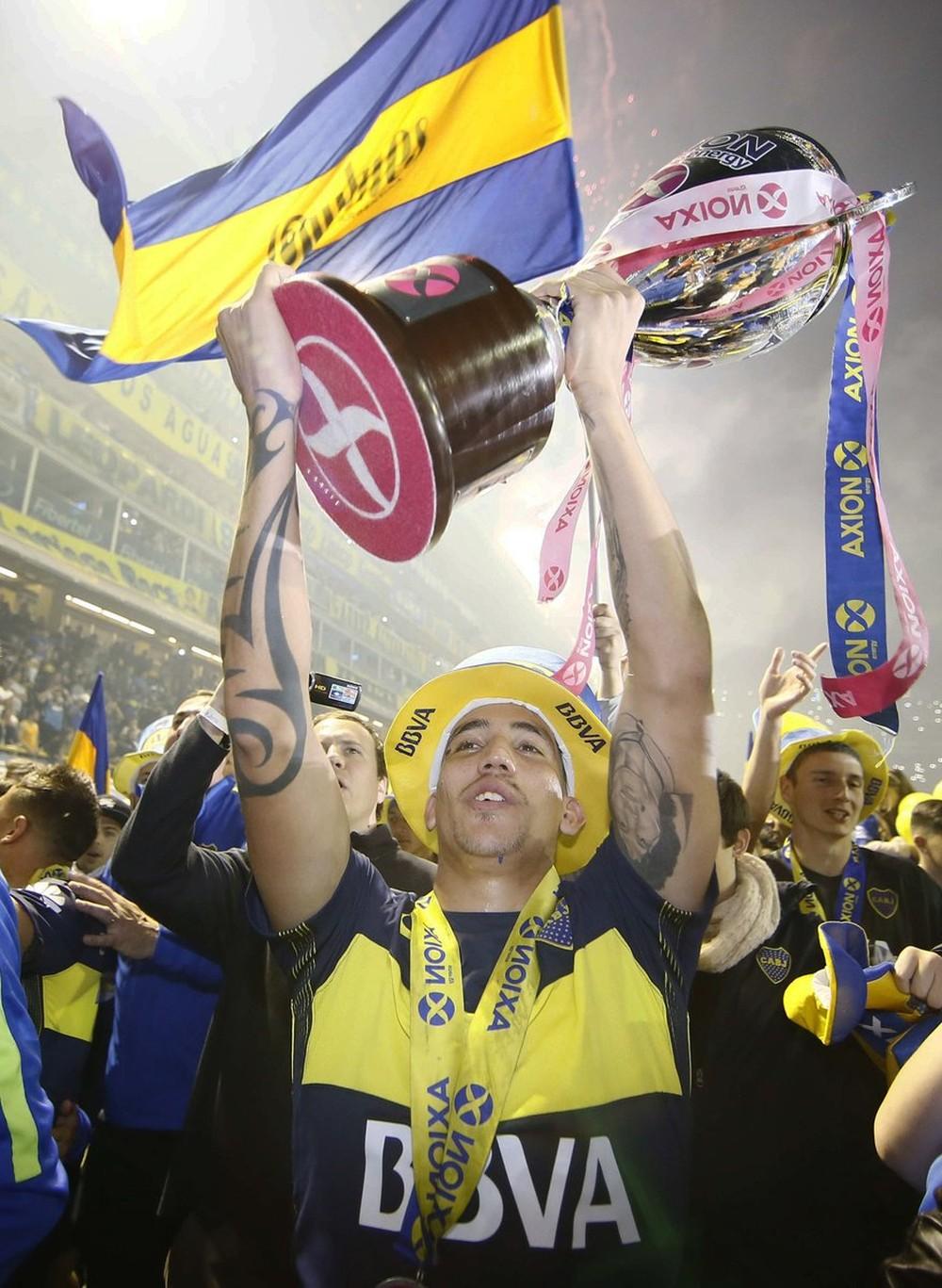 Por vontade do jogador, e oferta superior ao do Genoa, Centurion viaja a Argentina pra assinar com Boca