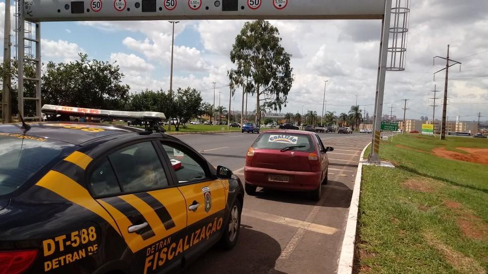 Carro autuado pelo Detran com mais de R$ 86 mil em multas e outros débitos (Foto: Detran/Divulgação)