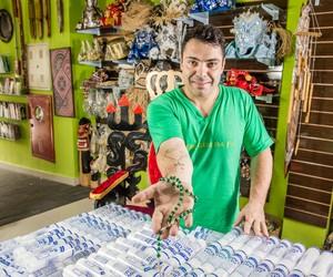 Empreendedores fazem sucesso com venda de artigos religiosos