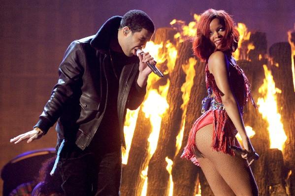Rihanna e Drake se apresentando durante o Grammy 2011 (Foto: Getty Images)