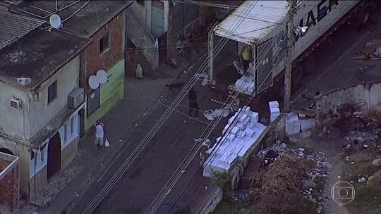 VÍDEO flagra roubo de cargas no Rio; suspeitos foram presos