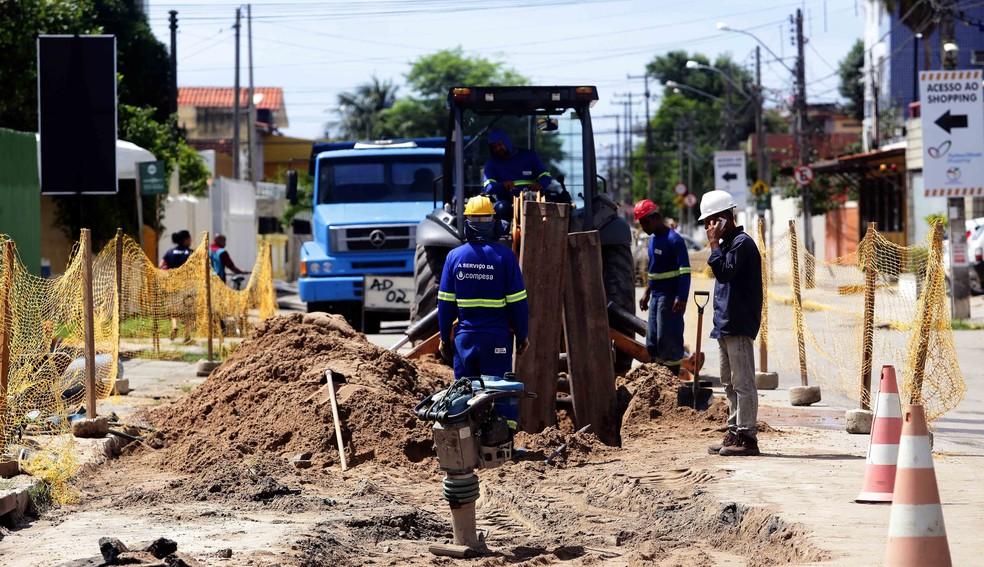 As ações do Projeto Olinda+Água tiveram início em 2016 e devem beneficiar 15 bairros até o ano de 2021 (Foto: Compesa/Divulgação)