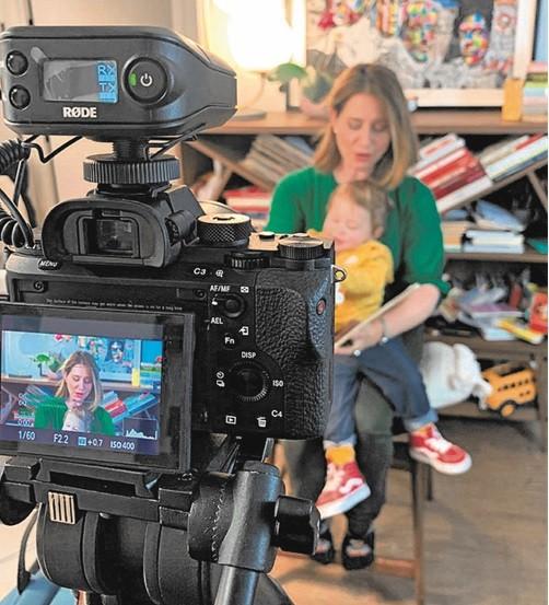 Carolina Cimenti, correspondente da GloboNews em Nova York, e a filha, Frida, de 1 ano (Foto: Divulgação)