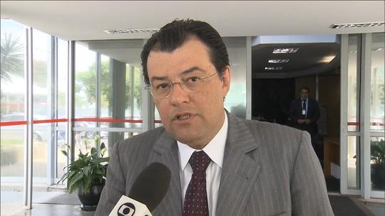 Rebaixamento da Petrobras é 'questão passageira', diz Braga