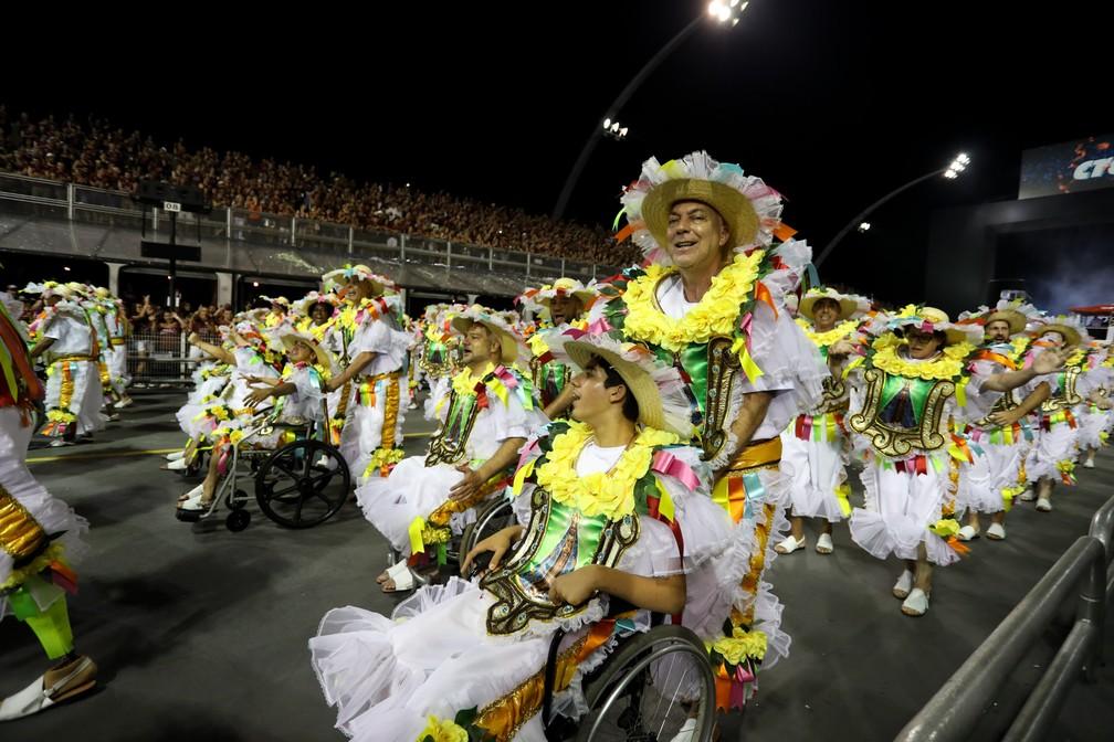 """Desfile da Rosas de Ouro teve ala inclusiva chamada """"Guiado pela fé"""" (Foto: Marcelo Brandt/G1)"""