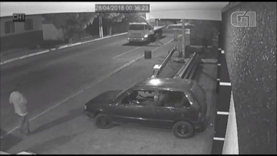 Soldado da PM consegue parar caminhão que descia rua desgovernado em Ibaiti; VÍDEO