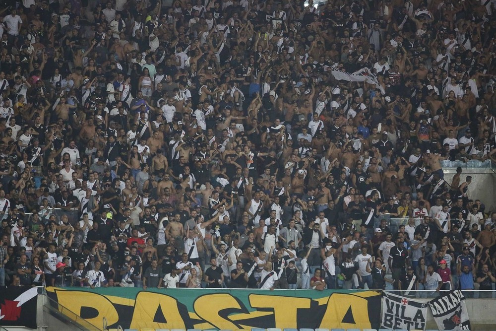 Torcida do Vasco canta Time de assassino em pleno maracanã