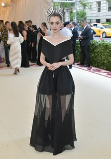 Lily Collins veste Givenchy