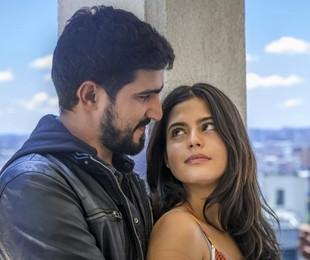 Renato Góes e Julia Dalavia em 'Órfãos da terra' | TV Globo