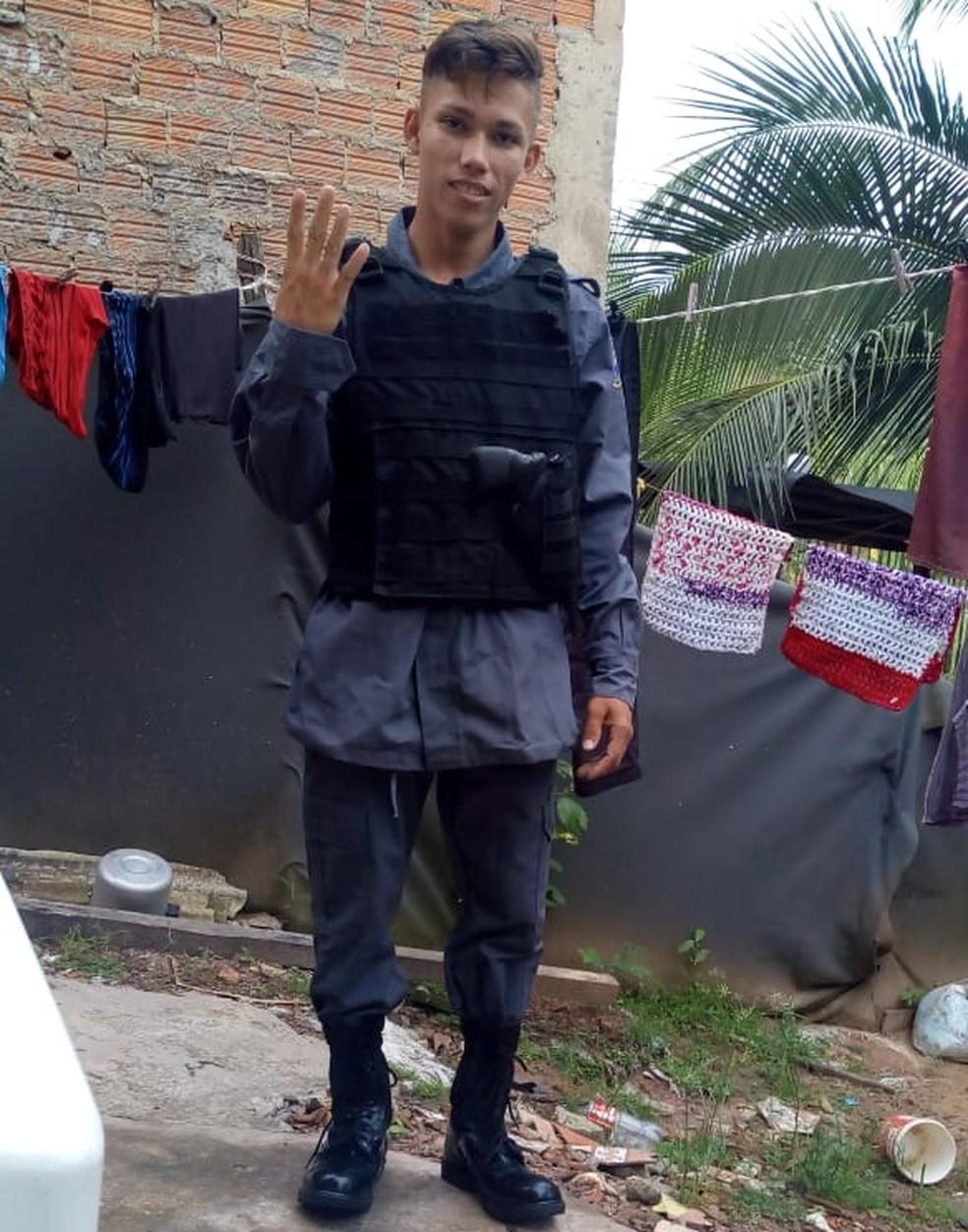 A Polícia Militar diz que José Wellington não é PM e tem passagens por tráfico e associação criminosa — Foto: Divulgação/Polícia Militar