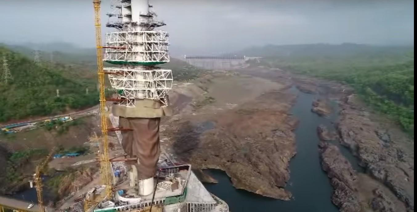 Estátua está sendo finalizada na Índia (Foto: Reprodução/ YouTube)