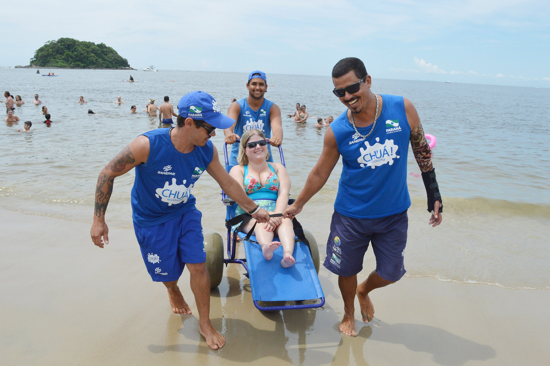 'Praia Acessível' terá nove pontos no litoral do Paraná, com cadeiras anfíbias