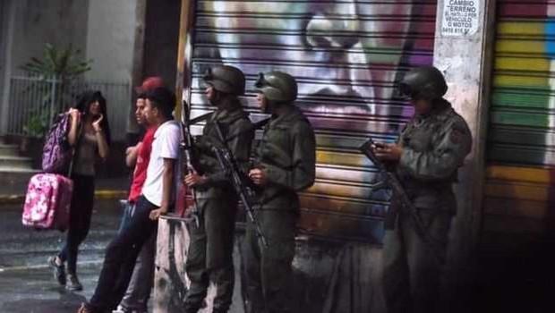 """Um grupo pouco conhecido reivindicou a autoria do """"atentado"""", enquanto Maduro acusou a Colômbia de envolvimento (Foto: AFP/Getty Images via BBC)"""