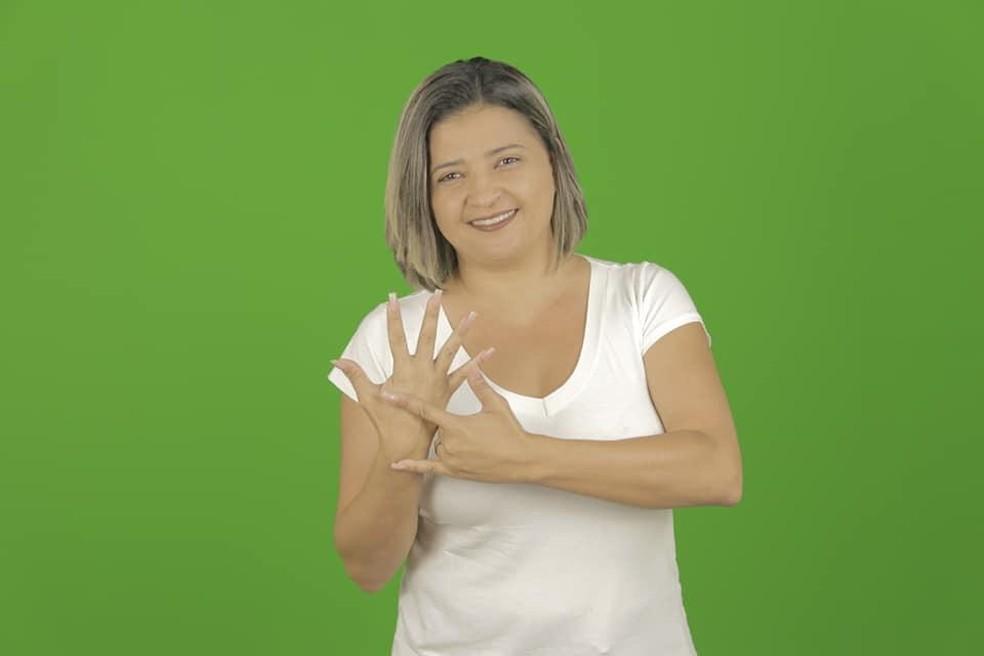 Michelle Murta começou a lecionar libras em uma igreja, hoje, é professora da Universidade Federal de Minas Gerais — Foto: Acervo pessoal