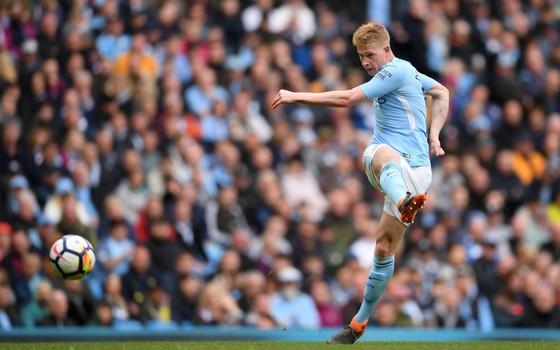 Kevin De Bruyne. No Manchester City, o belga foi recuado por Pep Guardiola e se tornou um meia completo (Foto: Getty Images)