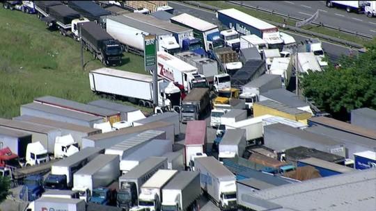 Caminhoneiros, empresas e governo debatem frete no STF