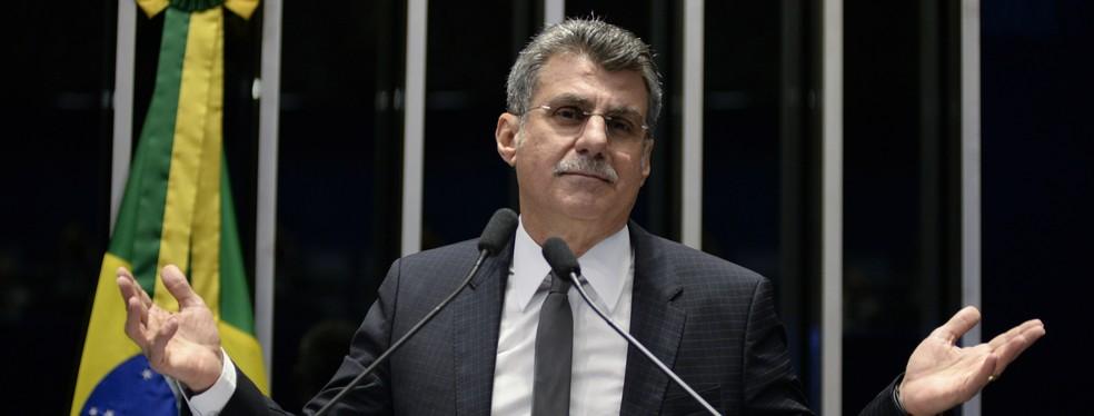O senador Romero Jucá (PMDB-RR) em discurso na tribuna do Senado — Foto: Jefferson Rudy/Agência Senado