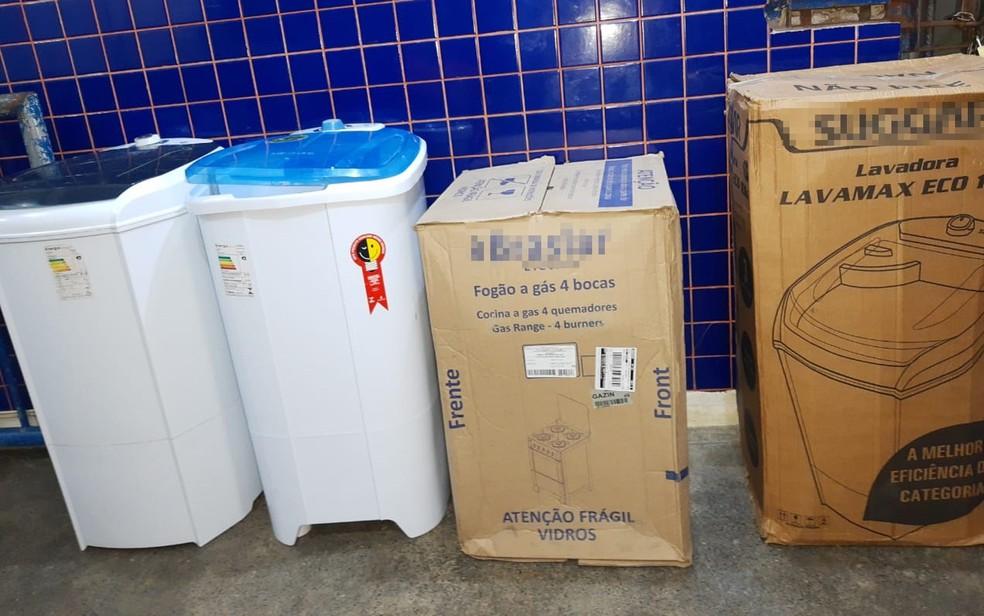 Funcionário de loja foi preso em Santo Antônio de Jesus, na Bahia, suspeito de desviar produtos para vendas na internet — Foto: Divulgação/Polícia Civil
