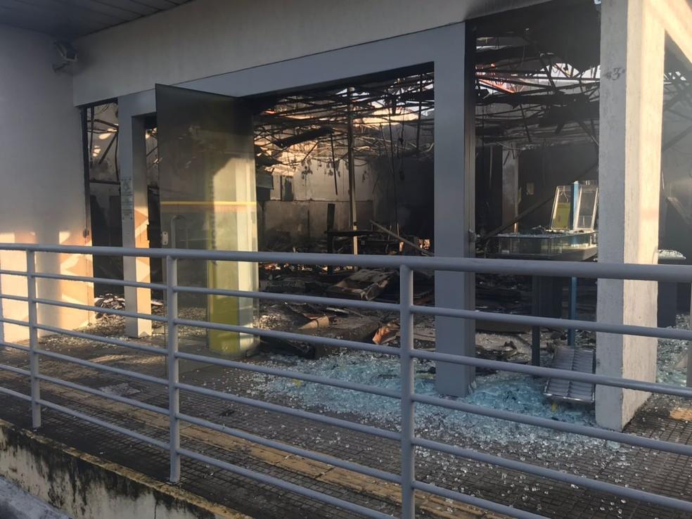 Agência ficou totalmente destruída. (Foto: Kleber Teixeira/Inter TV Cabugi)