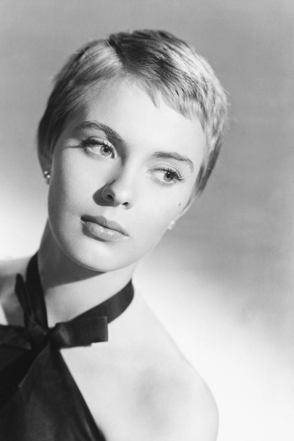 Headshot of Jean Seberg (1938-1979), US actress, her eyes glancing to the right of the image, wearing a black halterneck top in a studio portrait, against a light background, circa 1960. (Photo by Silver Screen Collection/Getty Images) (Foto: Getty Images)