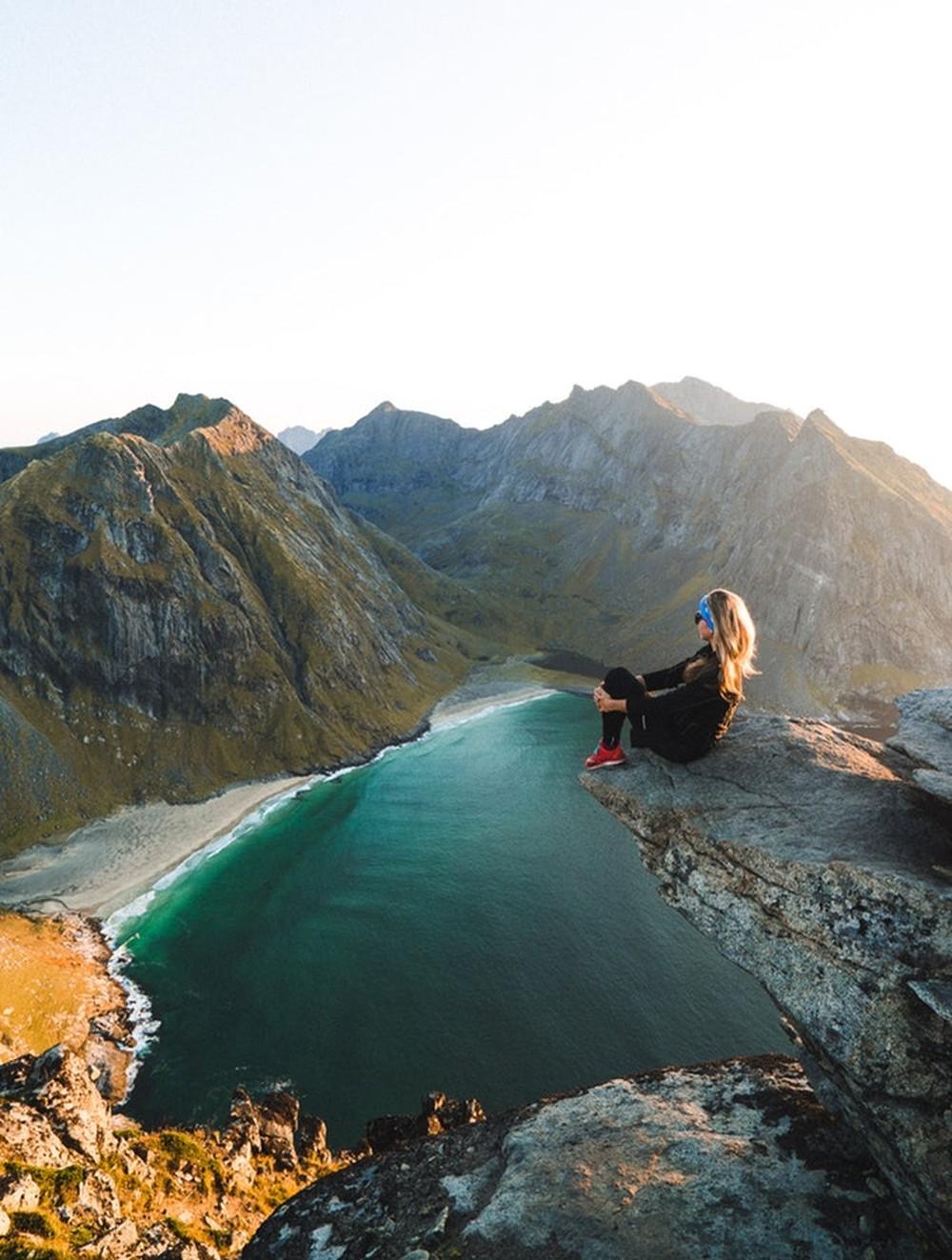 """Os noruegueses abraçam o conceito de friluftsliv, que pode ser traduzido como """"vida a céu aberto"""" — Foto: Manuel Meurisse/Unsplash"""