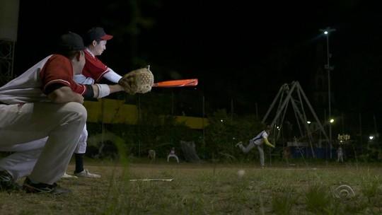 Estrangeiros se unem para praticar beisebol em Porto Alegre