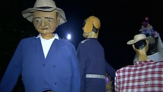 Carnaval de Torrinha reúne mais de 60 mil foliões e tem presença dos famosos bonecões