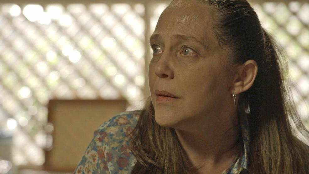 Judith (Isabela Garcia) diz que recebeu ordens de Egídio (Antônio Calloni), em 'O Sétimo Guardião' — Foto: TV Globo