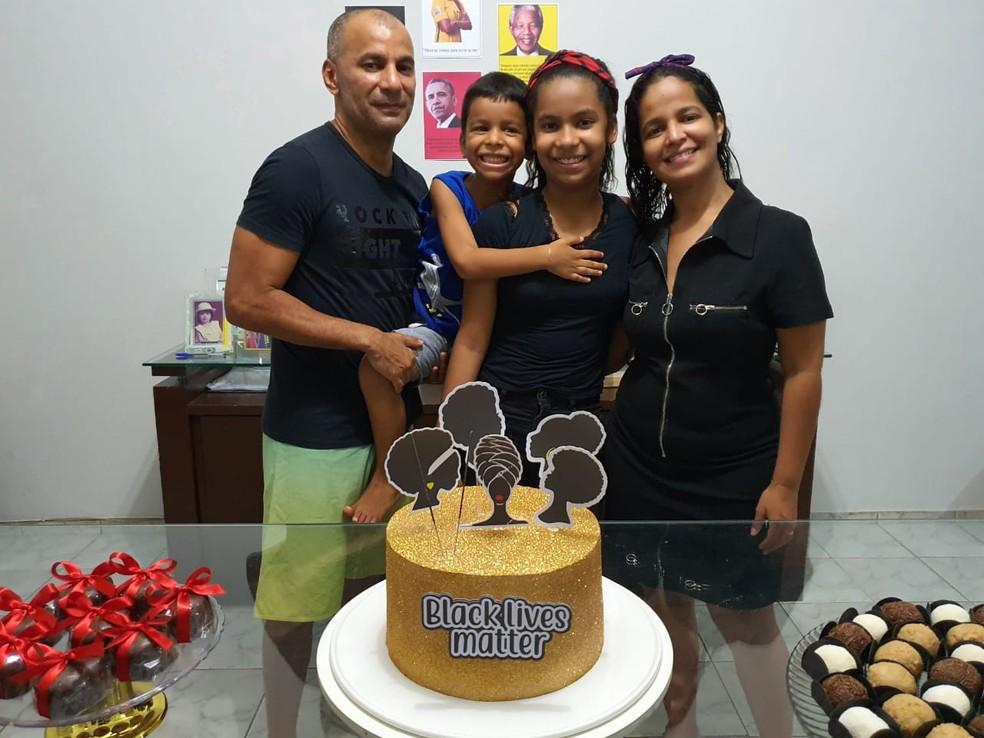 A mãe de Luma ficou surpresa com o tema da festa escolhido pela filha — Foto: Arquivo Pessoal /Luma Brito