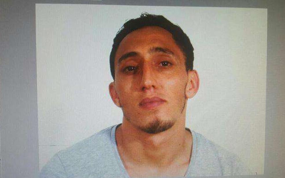 Driss Oukabir, apontado pelas autoridades espanholas como responsável do atentado em Barcelona (Foto: Reprodução/Twitter/El Pais)