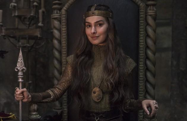 Depois da morte de Otávio (Alexandre Borges), Selena (Marina Moschen) será coroada rainha da Lastrilha (Foto: Reprodução)