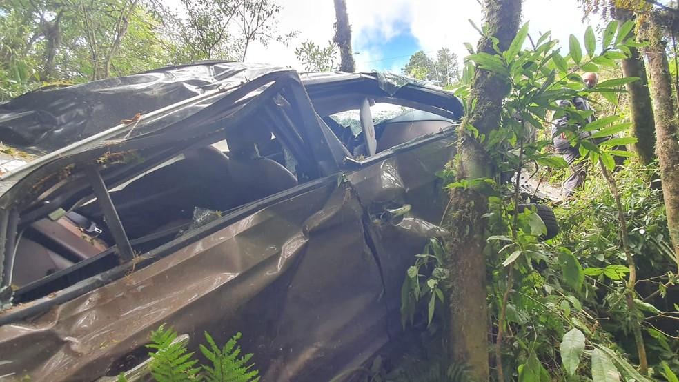 Médica não conseguiu sair do local do acidente em razão do relevo acidentado, segundo os socorristas — Foto: Corpo de Bombeiros/Divulgação