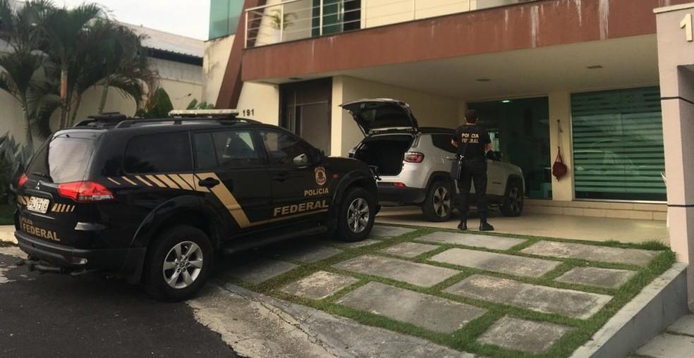 Mandados identificaram mansões e carros de luxos com os quais criminosos lavavam dinheiro no Amazonas — Foto: Divulgação/PF