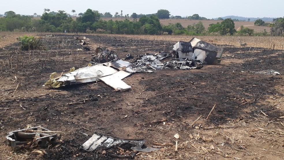 Destroços da queda de avião em que pai e filho estavam e morreram em Guarantã do Norte — Foto: Edevaldo Souza Kruger/Corpo de Bombeiros