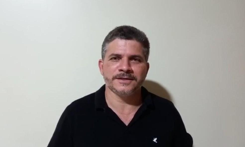 Prefeito de Epitaciolândia, delegado Sérgio Lopes diz que medida foi aprovada pelo Conselho de Saúde — Foto: Reprodução