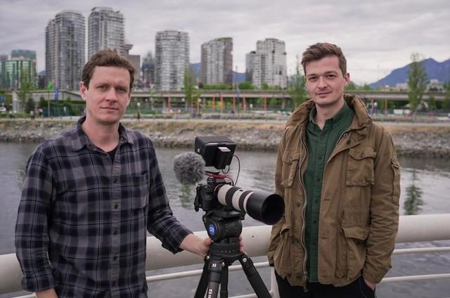 O cinegrafista Lucas Louis e o repórter Felipe Santana no Canadá (Foto: Divulgação)