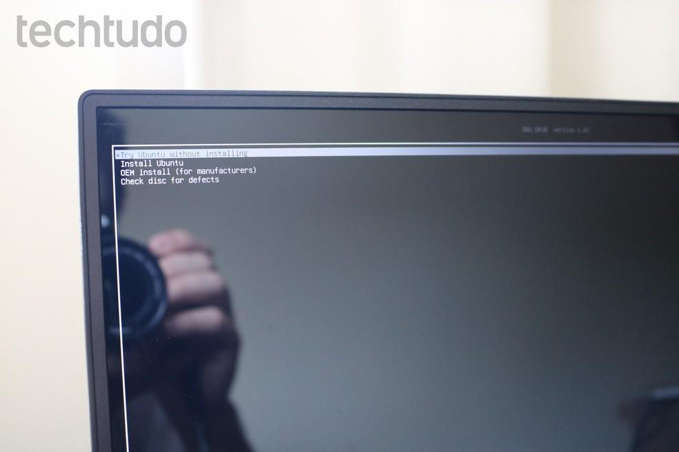 Escolha a opção que permite rodar o Linux sem instalar — Foto: Filipe Garret/TechTudo