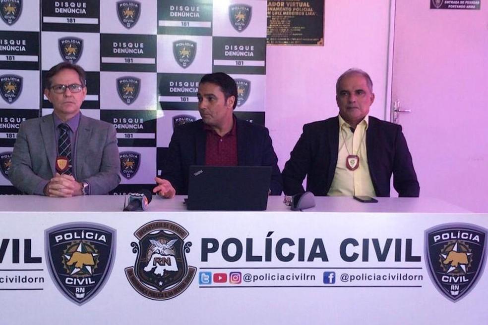 Polícia Civil concedeu entrevista coletiva para falar de fuga de suspeito de participação na morte do estudante Arthur de Oliveira — Foto: Kleber Teixeira/Inter TV Cabugi